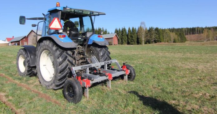 Renovating compacted pasture and soil with a keyline plough. Renovating damaged pastures. Soil compaction